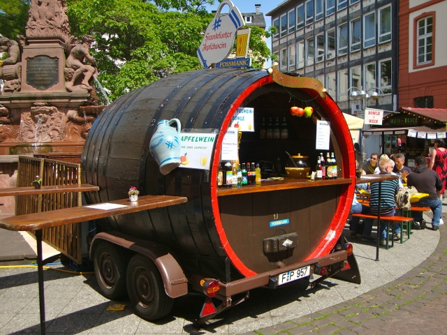 Barrel-shaped camper
